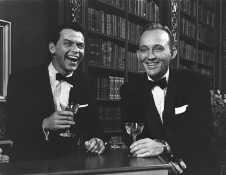 frank-sinatra-and-bing-crosby-enjoy-a-drink-together_5