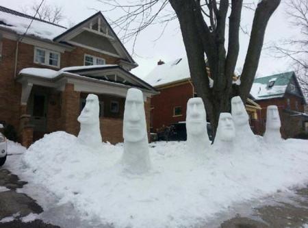 Snow-Moai